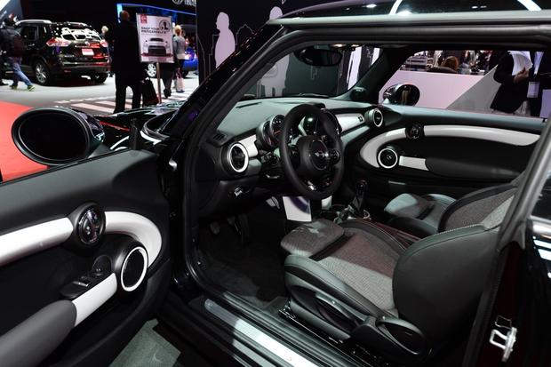 2014 MINI Cooper DeLux: New York Auto Show featured image large thumb6