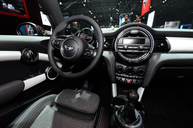 2014 MINI Cooper DeLux: New York Auto Show featured image large thumb7
