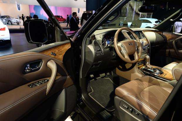 2015 Infiniti QX80: New York Auto Show featured image large thumb5