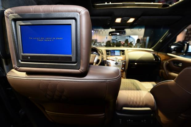 2015 Infiniti QX80: New York Auto Show featured image large thumb7