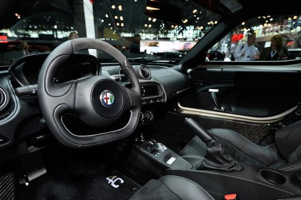 2015 Alfa Romeo 4C Coupe: New York Auto Show featured image large thumb8