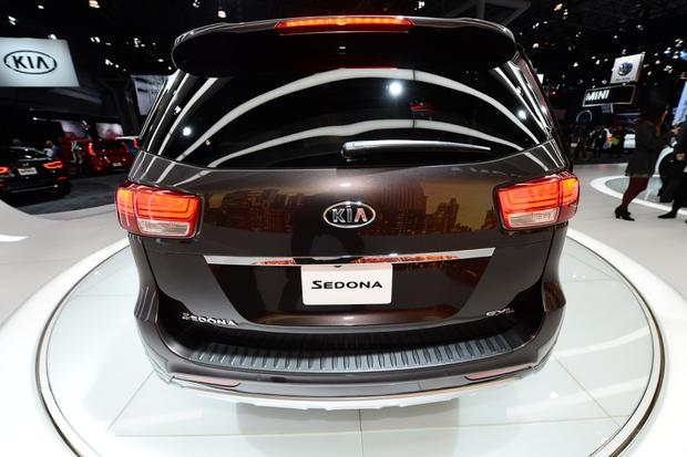 2015 Kia Sedona: New York Auto Show featured image large thumb3