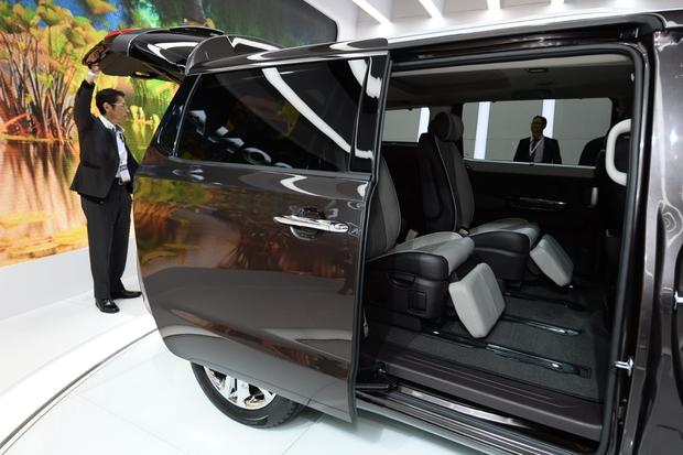 2015 Kia Sedona: New York Auto Show featured image large thumb7
