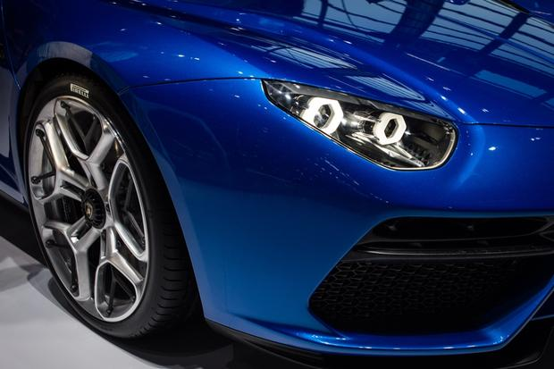 Lamborghini Asterion LPI 910-4: Paris Auto Show featured image large thumb6