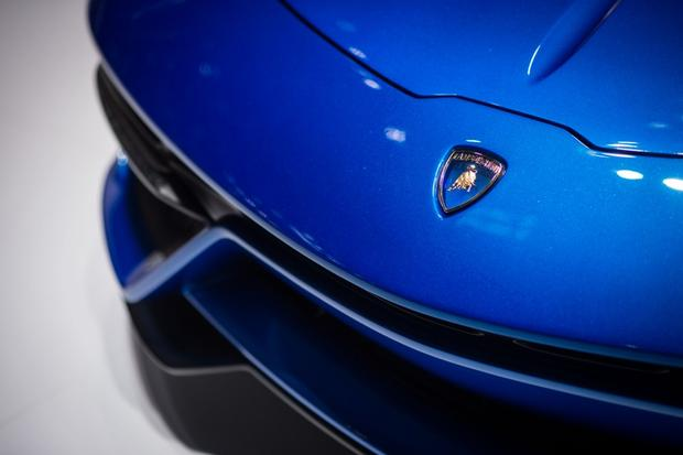 Lamborghini Asterion LPI 910-4: Paris Auto Show featured image large thumb8