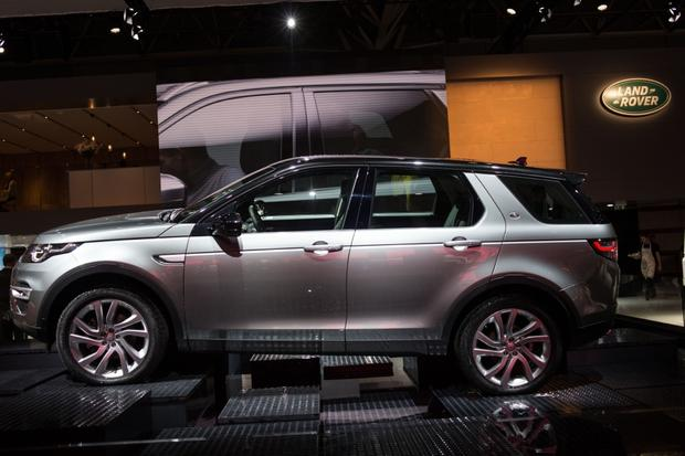 2015 Land Rover Discovery Sport: Paris Auto Show featured image large thumb2