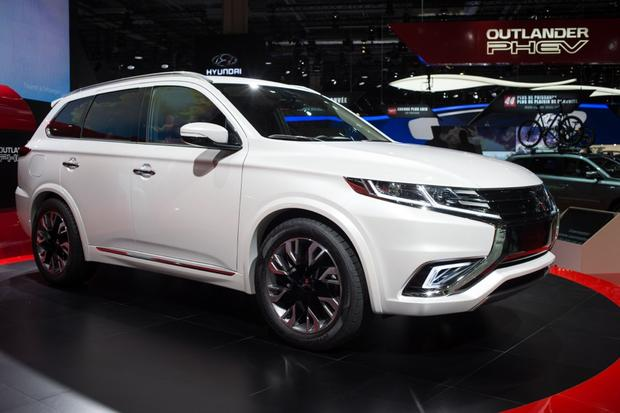 Mitsubishi Outlander PHEV Concept-S: Paris Auto Show featured image large thumb0