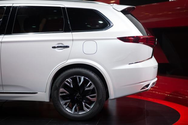 Mitsubishi Outlander PHEV Concept-S: Paris Auto Show featured image large thumb5