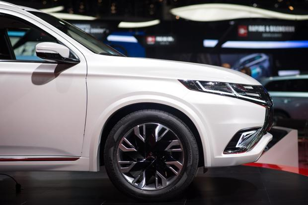 Mitsubishi Outlander PHEV Concept-S: Paris Auto Show featured image large thumb8