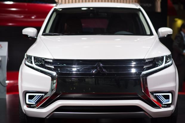 Mitsubishi Outlander PHEV Concept-S: Paris Auto Show featured image large thumb9