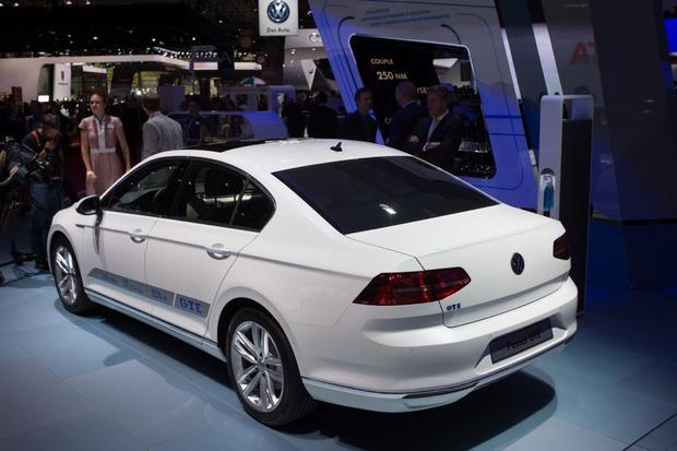 Volkswagen Passat GTE: Paris Auto Show