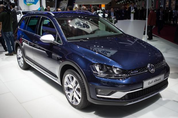 Volkswagen Golf Alltrack: Paris Auto Show featured image large thumb0