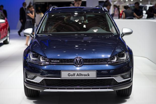 Volkswagen Golf Alltrack: Paris Auto Show featured image large thumb4