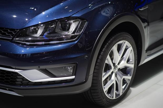 Volkswagen Golf Alltrack: Paris Auto Show featured image large thumb7