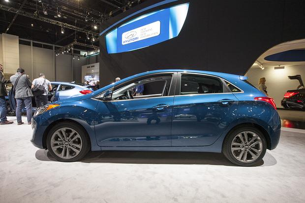 2016 Hyundai Elantra GT: Chicago Auto Show featured image large thumb1