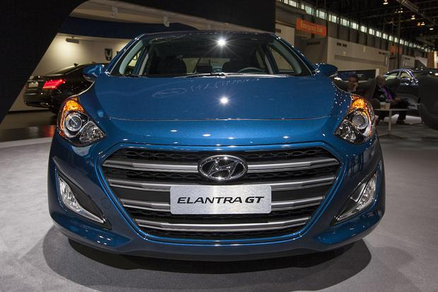2016 Hyundai Elantra GT: Chicago Auto Show featured image large thumb2