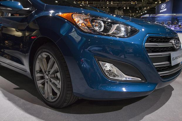 2016 Hyundai Elantra GT: Chicago Auto Show featured image large thumb8