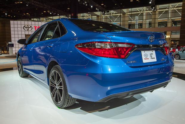 2016 Toyota Camry Special Edition: Chicago Auto Show featured image large thumb6