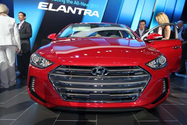 2017 Hyundai Elantra: LA Auto Show featured image large thumb1