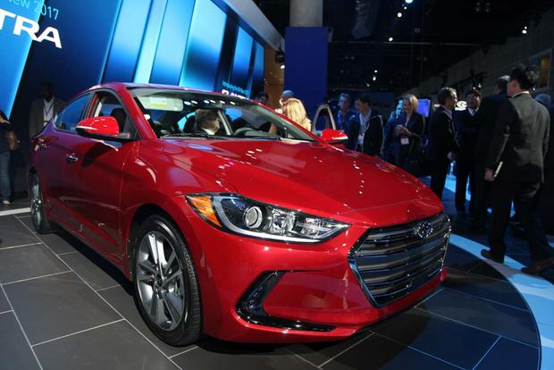 2017 Hyundai Elantra: LA Auto Show featured image large thumb0