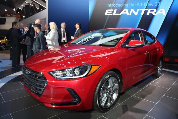 2017 Hyundai Elantra: LA Auto Show featured image large thumb2