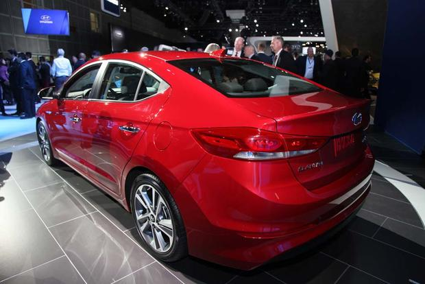 2017 Hyundai Elantra: LA Auto Show featured image large thumb3
