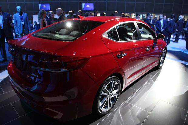 2017 Hyundai Elantra: LA Auto Show featured image large thumb4