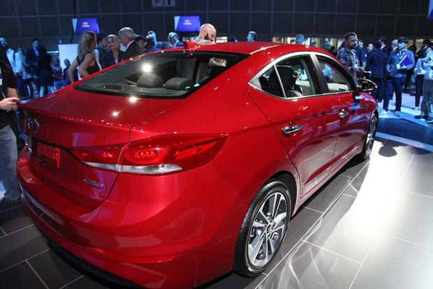 2017 Hyundai Elantra: LA Auto Show featured image large thumb6