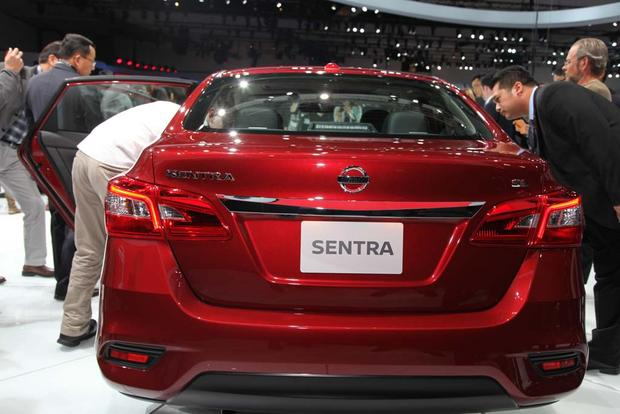 2016 Nissan Sentra: LA Auto Show featured image large thumb5