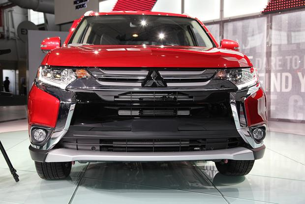 2016 Mitsubishi Outlander: New York Auto Show featured image large thumb0