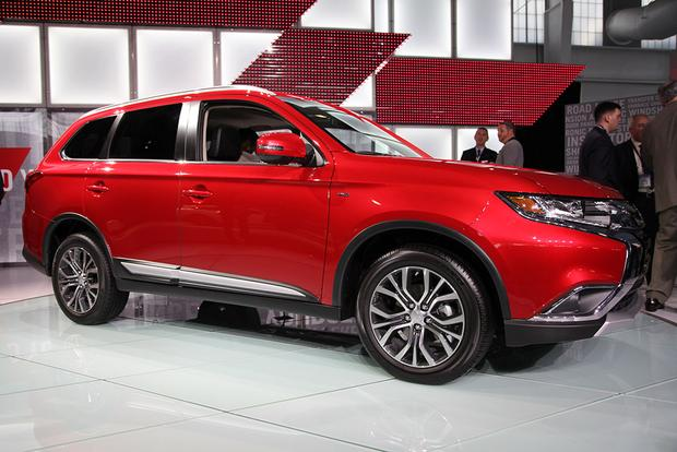 2016 Mitsubishi Outlander: New York Auto Show featured image large thumb1