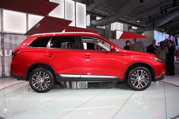 2016 Mitsubishi Outlander: New York Auto Show featured image large thumb2