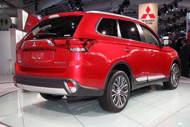 2016 Mitsubishi Outlander: New York Auto Show featured image large thumb3