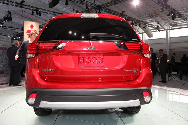 2016 Mitsubishi Outlander: New York Auto Show featured image large thumb4