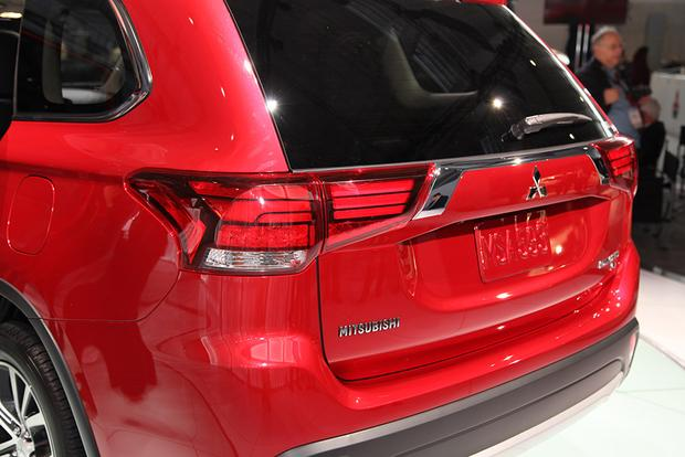 2016 Mitsubishi Outlander: New York Auto Show featured image large thumb5