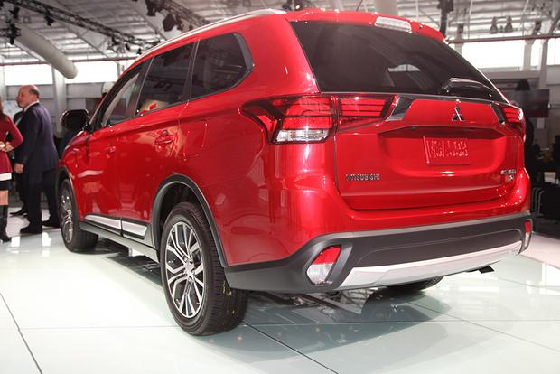 2016 Mitsubishi Outlander: New York Auto Show featured image large thumb6