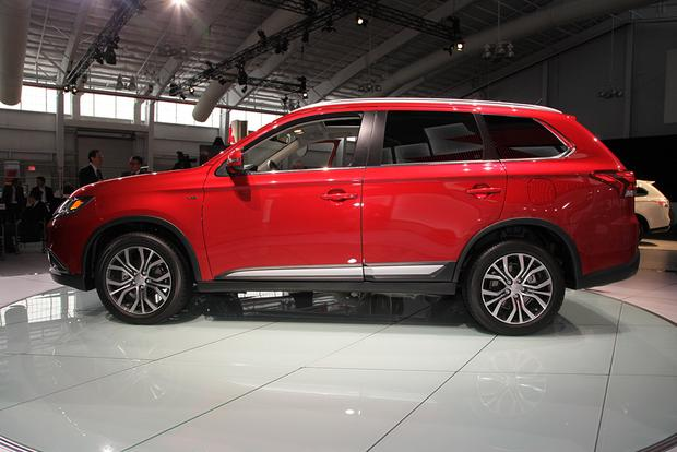 2016 Mitsubishi Outlander: New York Auto Show featured image large thumb8