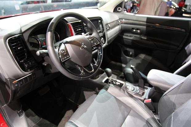 2016 Mitsubishi Outlander: New York Auto Show featured image large thumb9