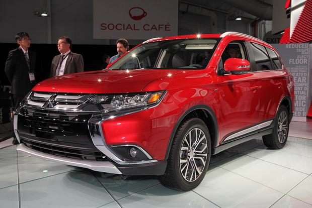 2016 Mitsubishi Outlander: New York Auto Show featured image large thumb14