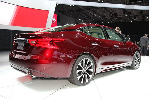 2016 Nissan Maxima: New York Auto Show featured image large thumb3