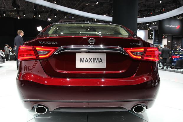 2016 Nissan Maxima: New York Auto Show featured image large thumb4