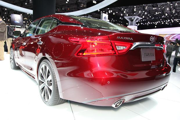 2016 Nissan Maxima: New York Auto Show featured image large thumb5