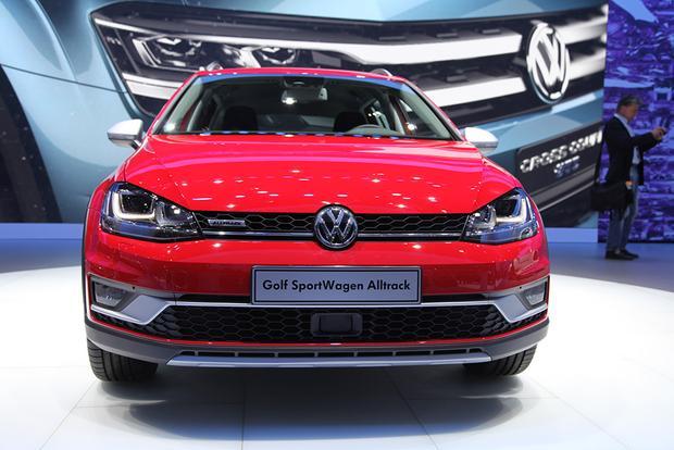 2017 volkswagen golf sportwagen alltrack new york auto show autotrader. Black Bedroom Furniture Sets. Home Design Ideas