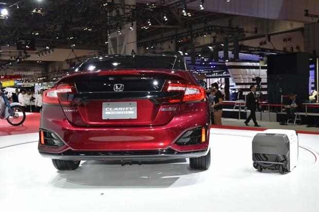 Honda Clarity Fuel Cell: Tokyo Auto Show featured image large thumb3