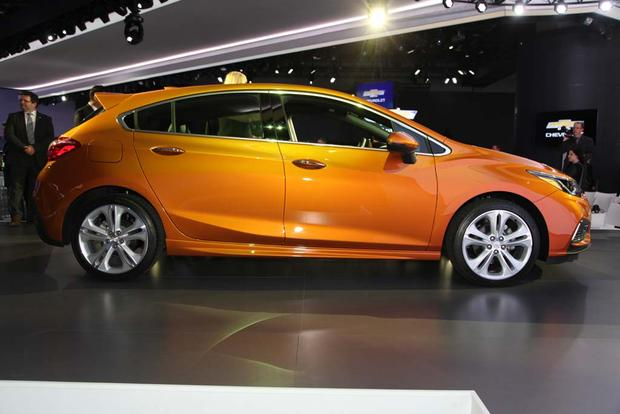 2017 Chevrolet Cruze Hatchback: Detroit Auto Show featured image large thumb6