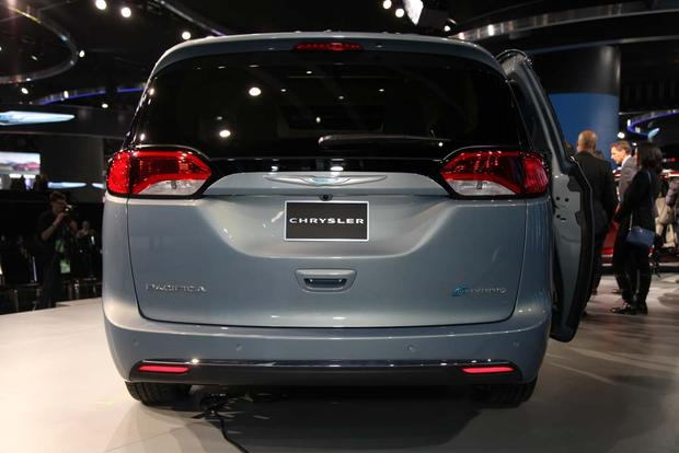 2017 Chrysler Pacifica: Detroit Auto Show featured image large thumb5