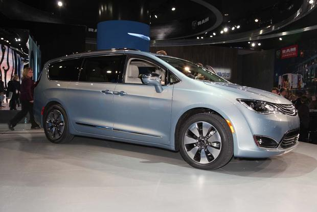 2017 Chrysler Pacifica: Detroit Auto Show featured image large thumb9