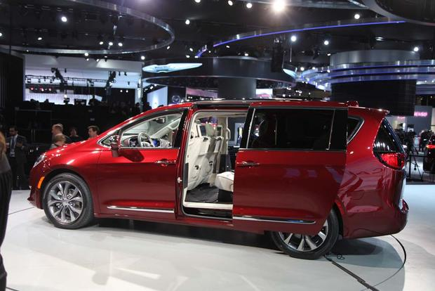 2017 Chrysler Pacifica: Detroit Auto Show featured image large thumb6