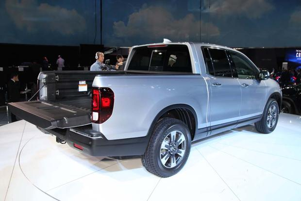 2017 Honda Ridgeline: Detroit Auto Show featured image large thumb2