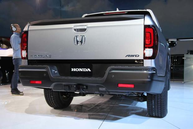 2017 Honda Ridgeline: Detroit Auto Show featured image large thumb3